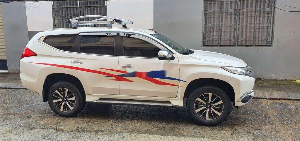Cần bán lại xe Mitsubishi Pajero Sport sản xuất năm 2018, màu trắng (1)