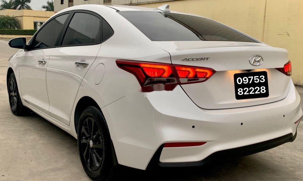 Cần bán lại xe Hyundai Accent đời 2020, màu trắng còn mới (3)