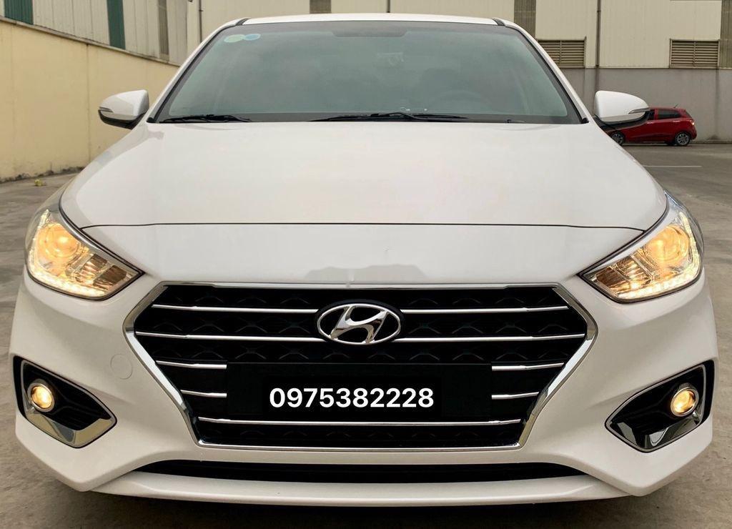 Cần bán lại xe Hyundai Accent đời 2020, màu trắng còn mới (1)