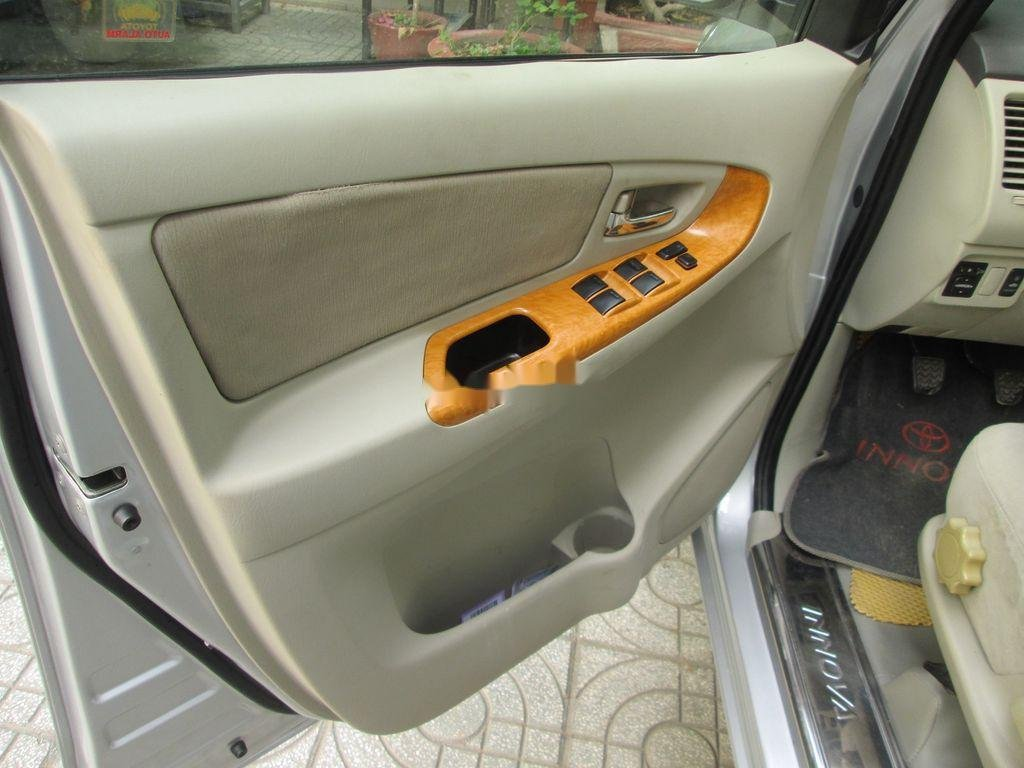 Cần bán xe Toyota Innova sản xuất năm 2011 còn mới, 376 triệu (5)