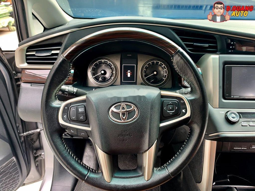 Bán Toyota Innova năm 2017 còn mới (7)