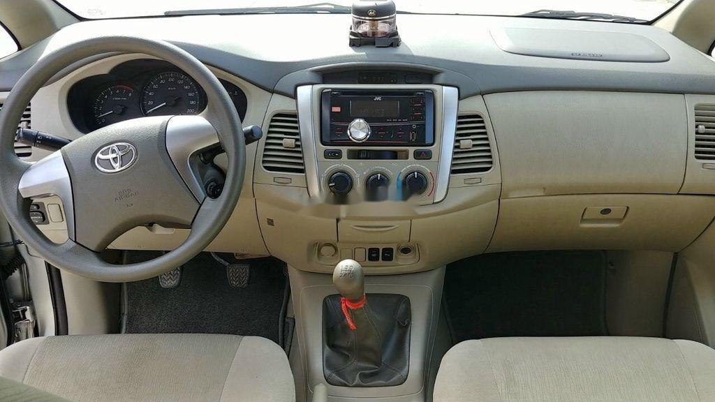 Bán Toyota Innova E năm 2015, giá mềm (9)