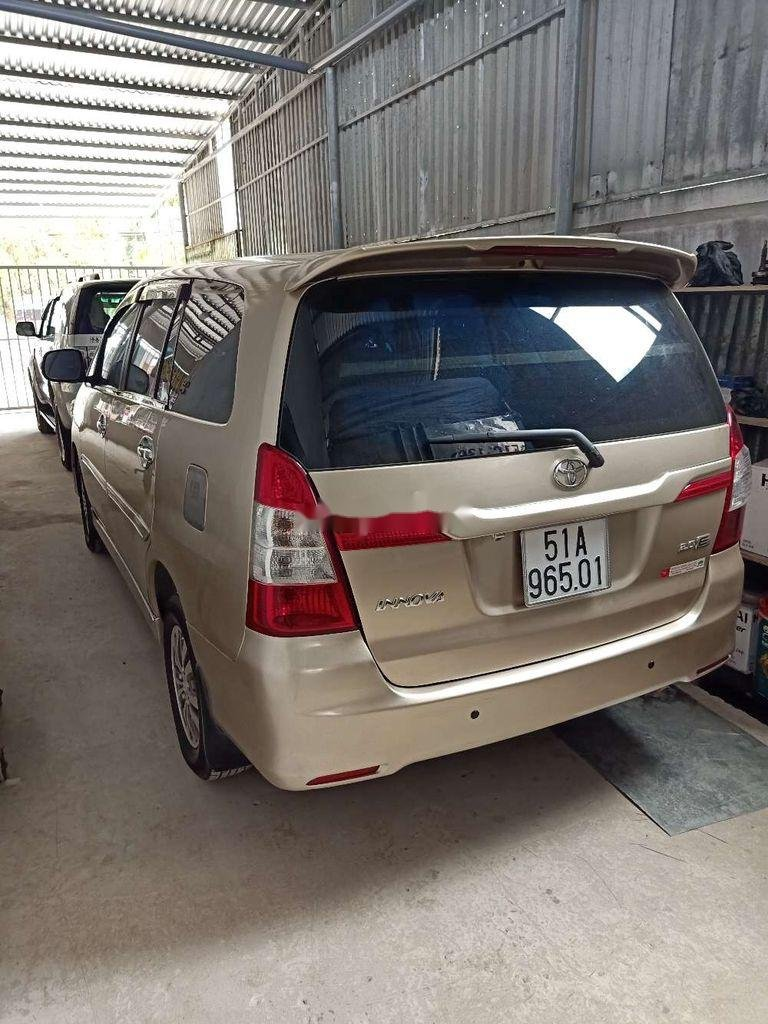 Cần bán xe Toyota Innova sản xuất 2014 còn mới (3)