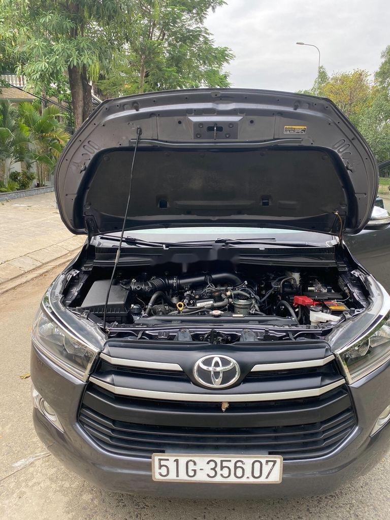 Cần bán gấp Toyota Innova sản xuất 2017 còn mới (3)