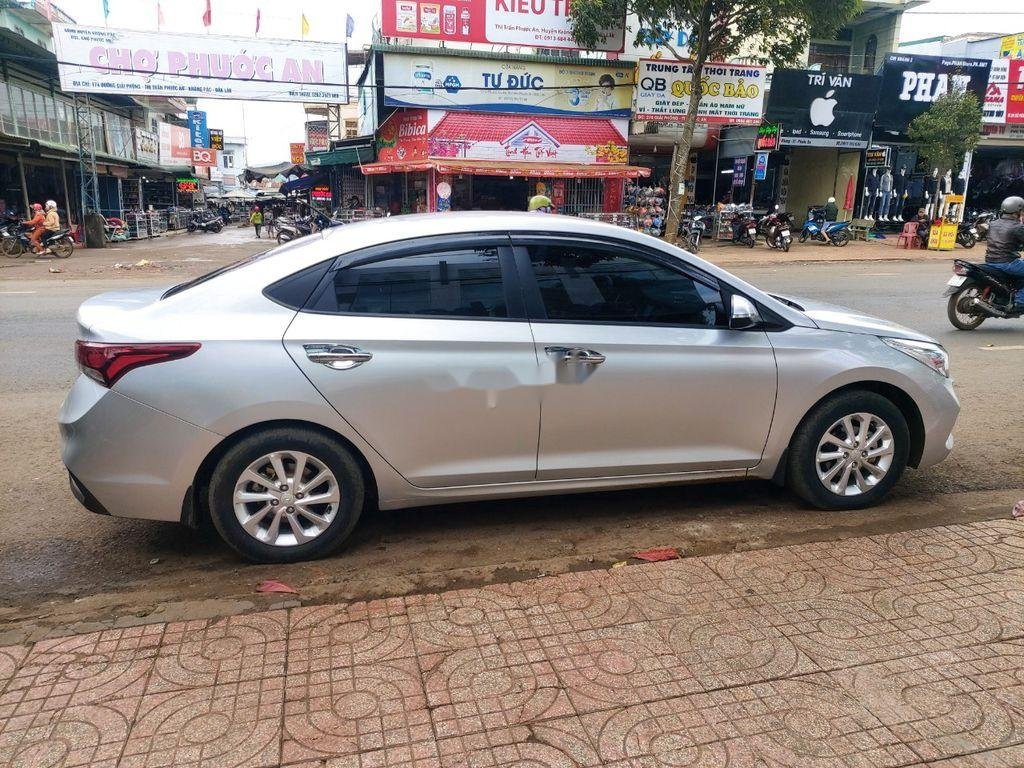 Cần bán xe Hyundai Accent sản xuất năm 2018, màu bạc (5)