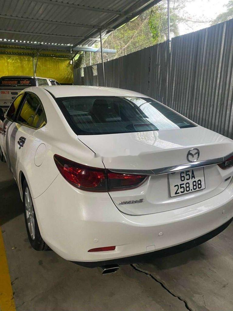 Cần bán gấp Mazda 6 sản xuất năm 2016, màu trắng, xe nhập, giá 550tr (2)