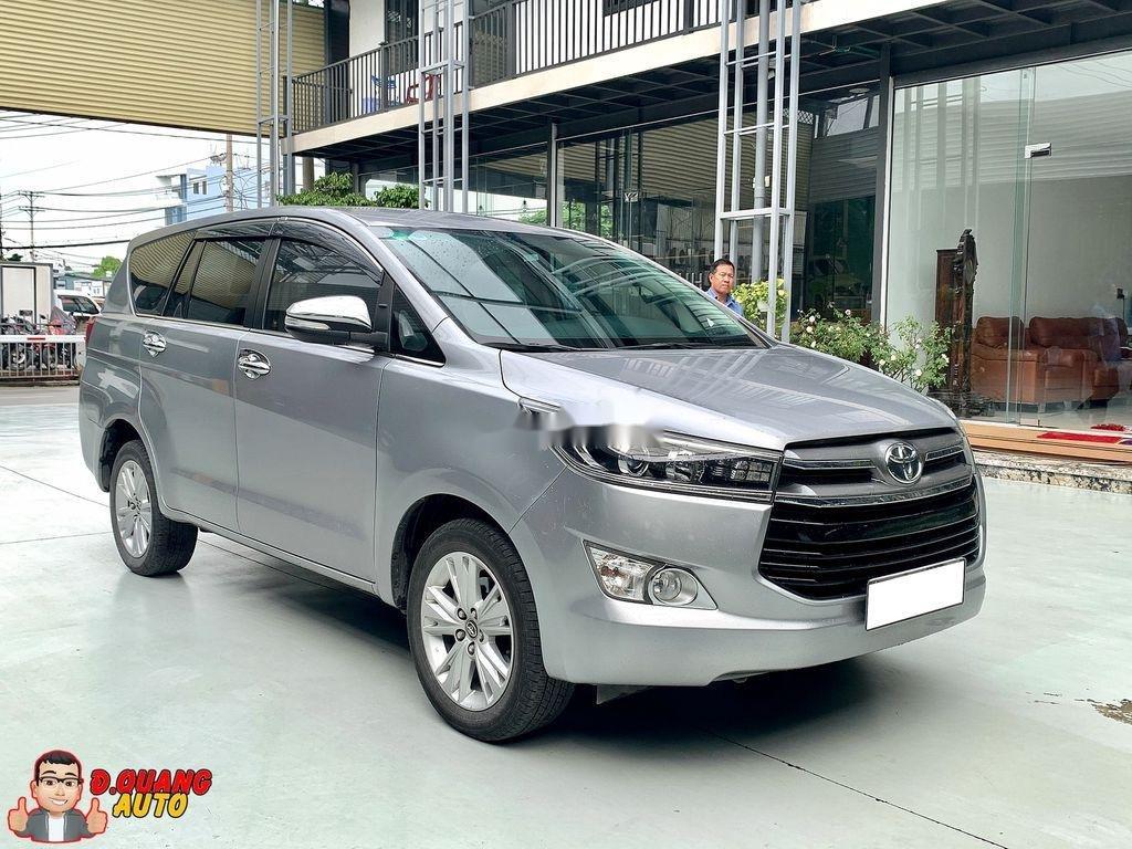 Bán Toyota Innova năm 2017 còn mới (1)
