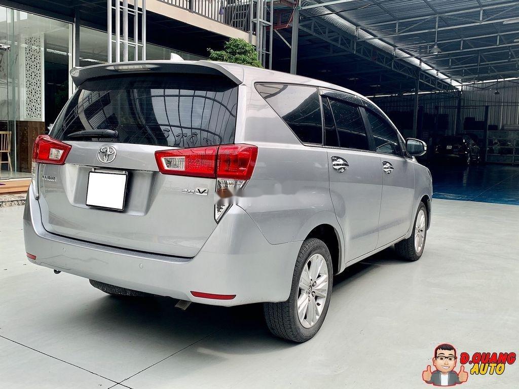 Bán Toyota Innova năm 2017 còn mới (2)