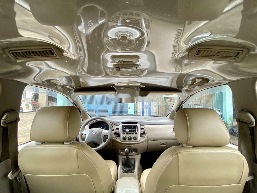 Cần bán xe Toyota Innova 2014, màu bạc ít sử dụng (6)