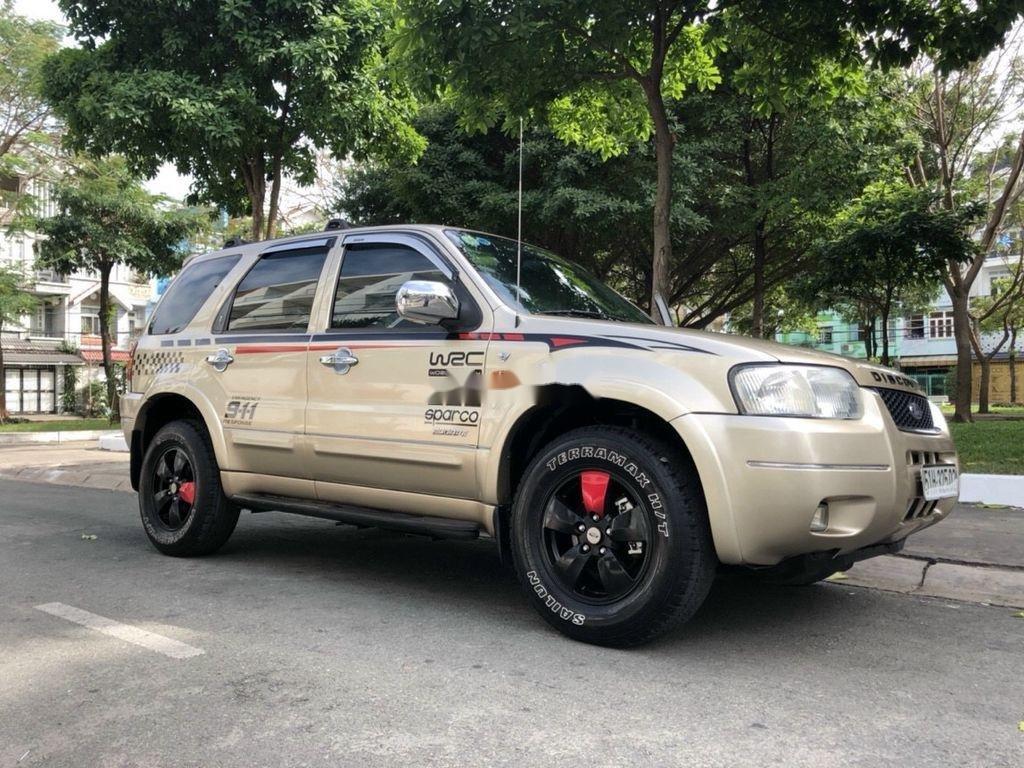 Cần bán gấp Ford Escape năm sản xuất 2004, giá mềm (1)