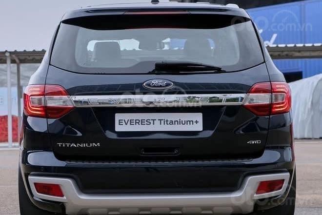 Ford Everest Titanium 2021, TT 250tr nhận xe (3)