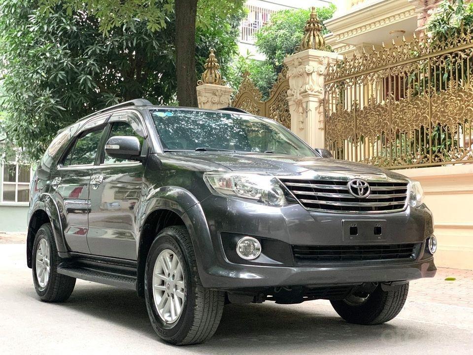 Cần bán xe Toyota Fortuner năm sản xuất 2012, máy xăng, số tự động (3)