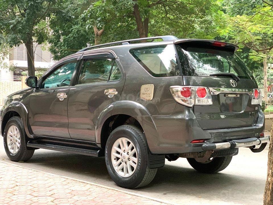 Cần bán xe Toyota Fortuner năm sản xuất 2012, máy xăng, số tự động (2)