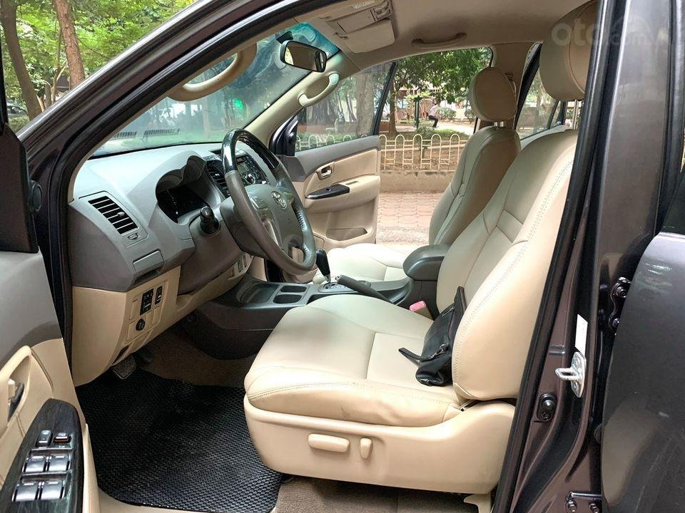 Cần bán xe Toyota Fortuner năm sản xuất 2012, máy xăng, số tự động (4)