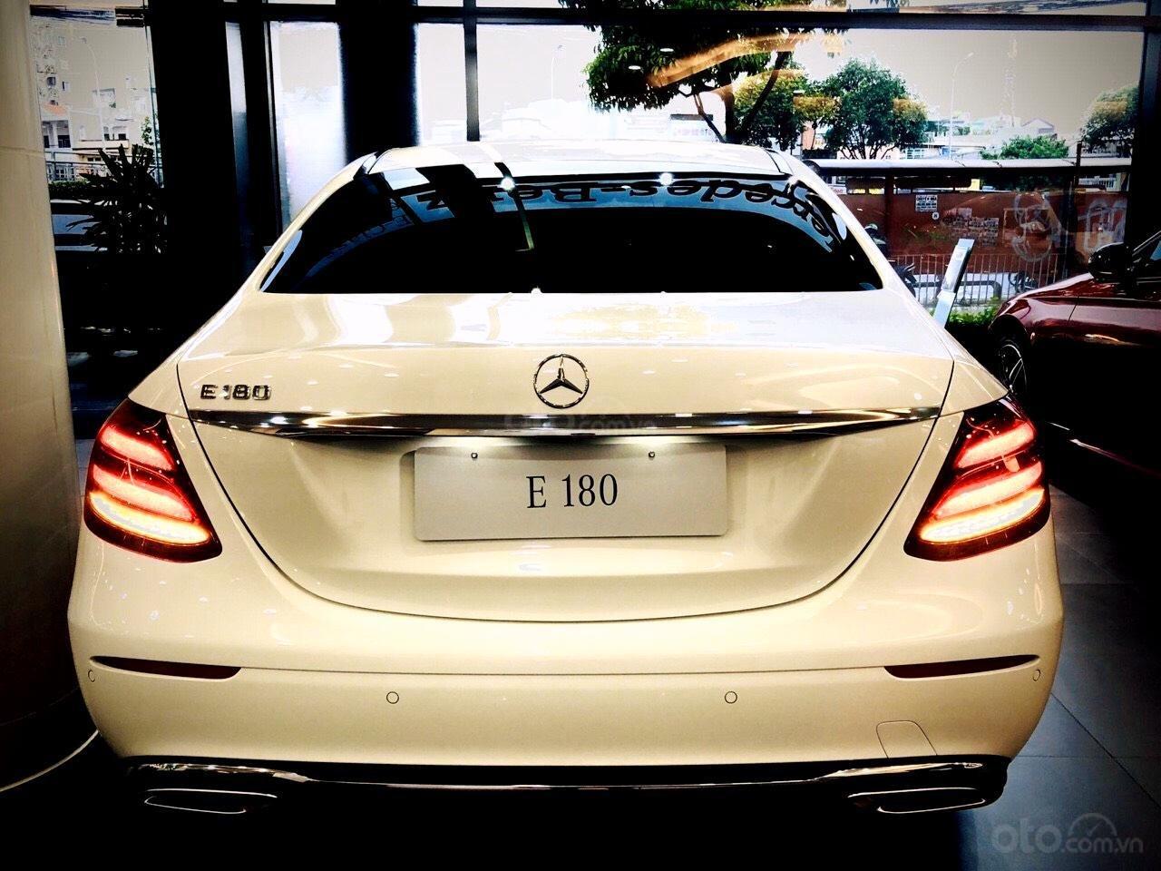 Mercedes Benz Haxaco Điện Biên Phủ, Mercedes E180 - giảm 100 triệu đến tháng 2, trả góp 80% - xe đủ màu giao ngay (5)