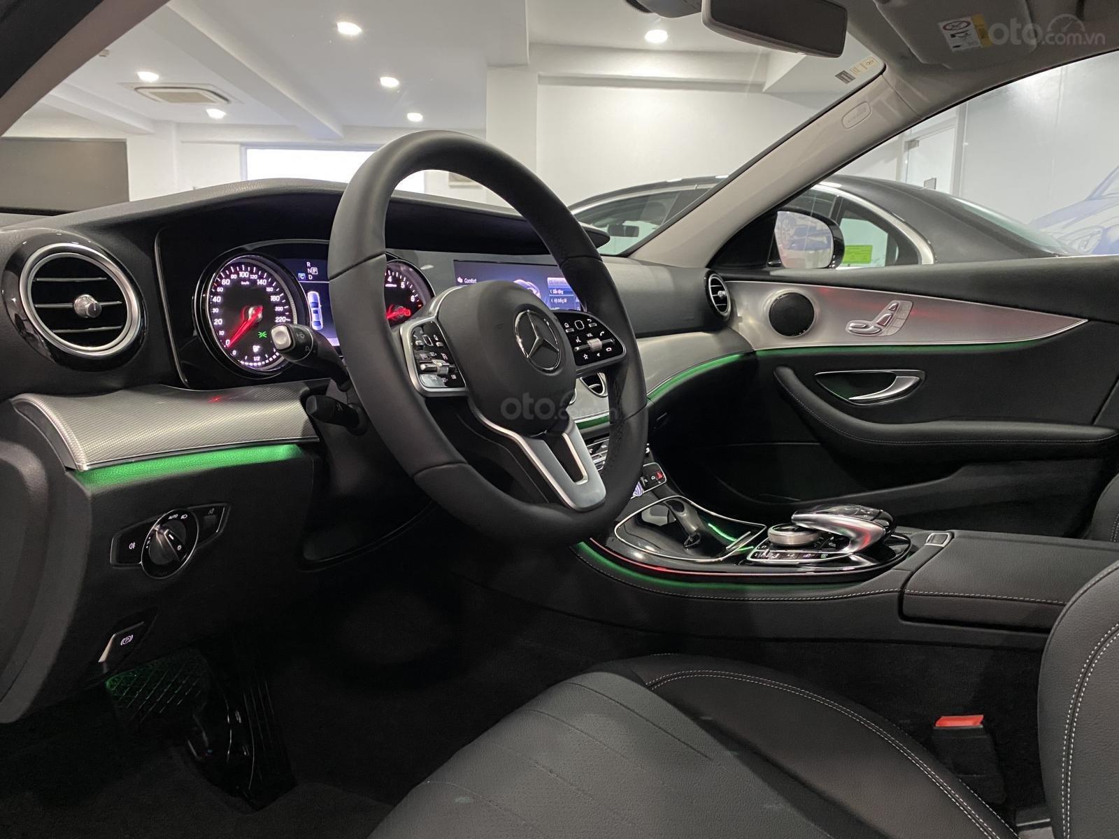Mercedes Benz Haxaco Điện Biên Phủ, Mercedes E180 - giảm 100 triệu đến tháng 2, trả góp 80% - xe đủ màu giao ngay (8)
