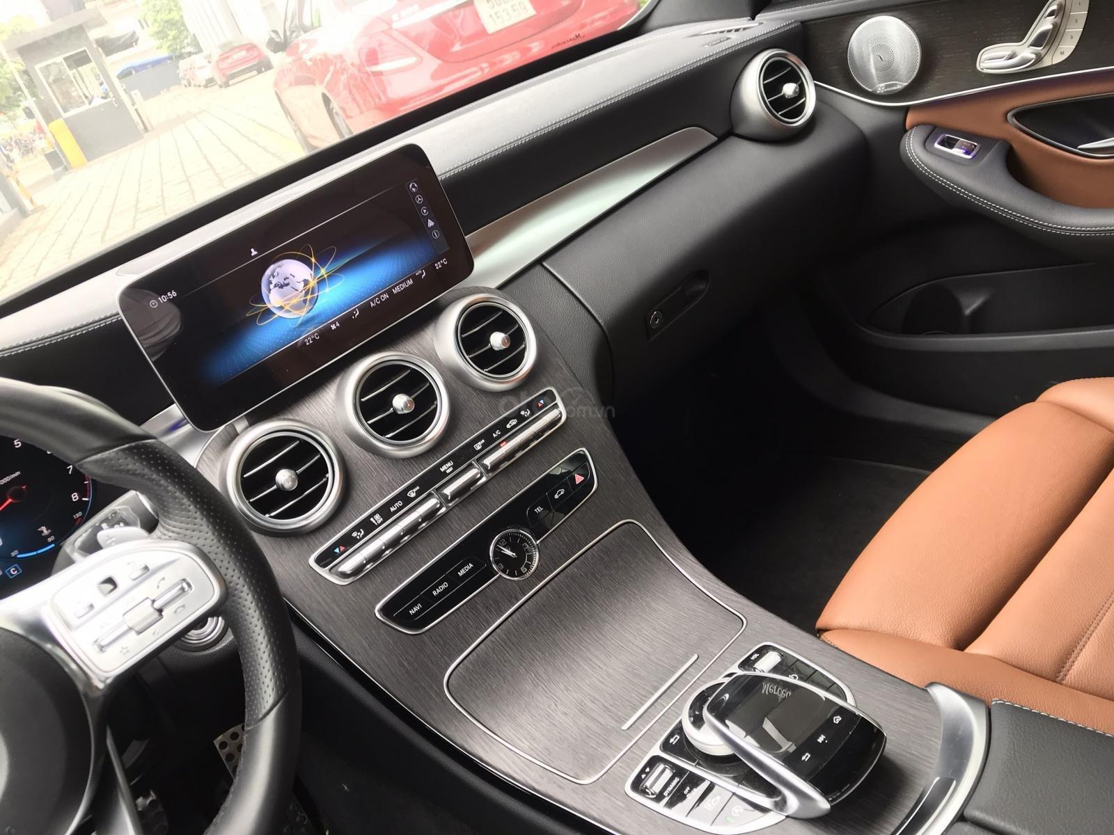 Mercedes C300 xanh đen demo chính hãng, chạy ít (9)