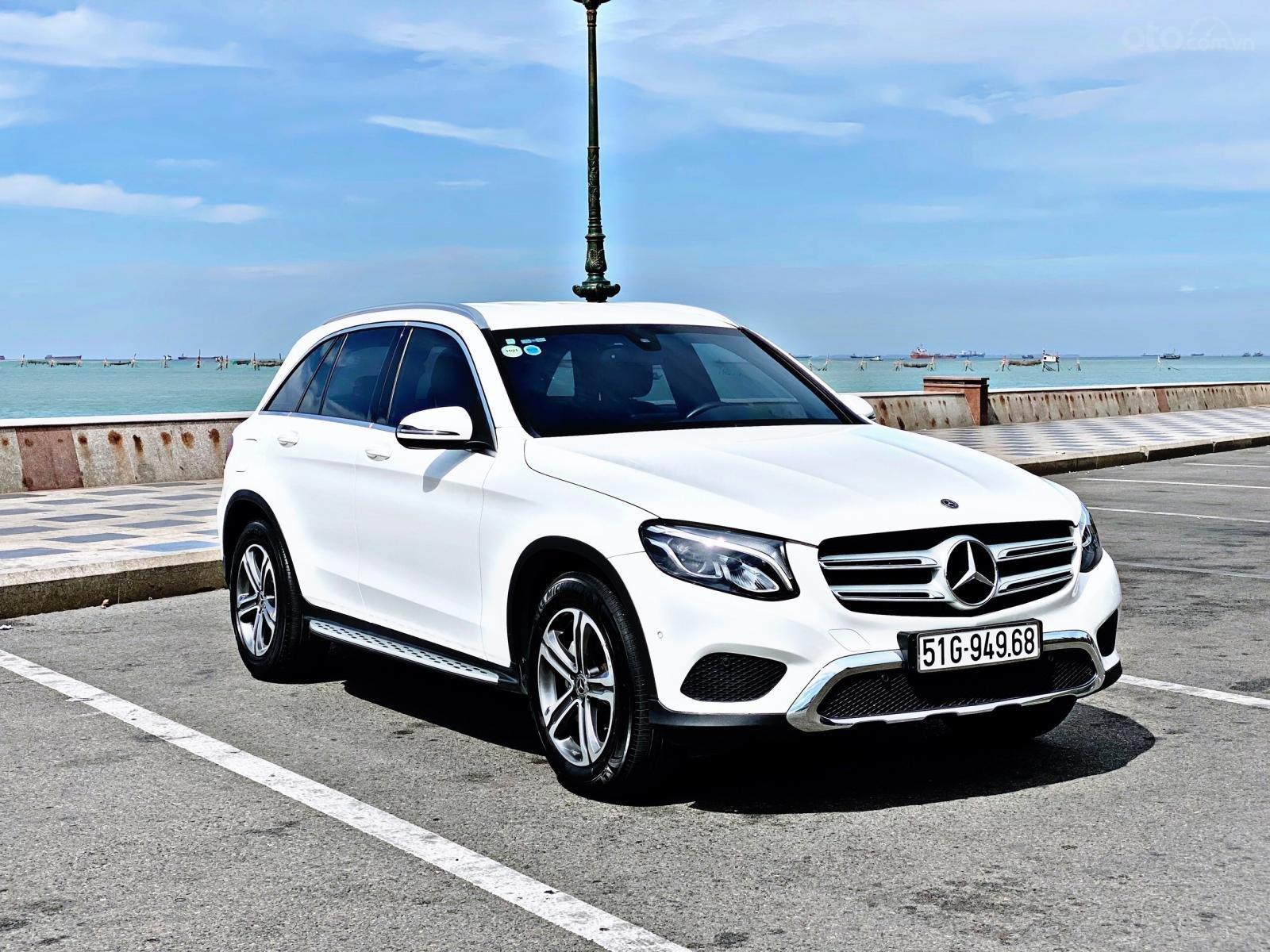 Mercedes GLC 200 sản xuất 2019 màu trắng (1)
