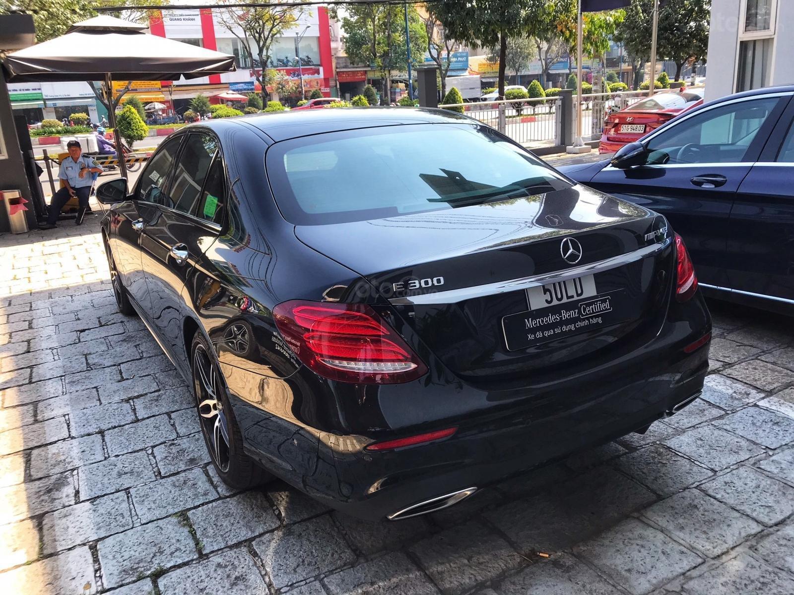 Mercedes E300 đen/nâu lướt 6800 km, demo chính hãng (8)