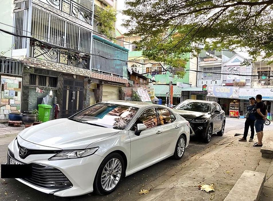 Bán xe Toyota Camry 2.5Q năm sản xuất 2019, màu trắng, nhập khẩu (1)