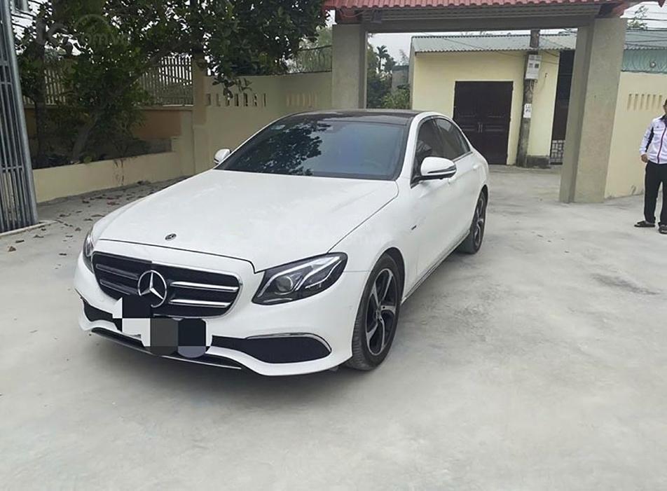 Bán xe Mercedes E200 năm 2019, màu trắng, nhập khẩu nguyên chiếc (1)