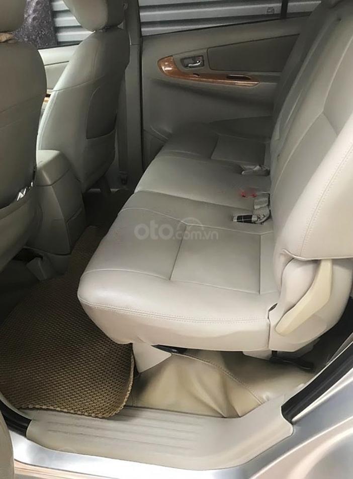Bán Toyota Innova năm sản xuất 2011, màu bạc, giá 345tr (2)