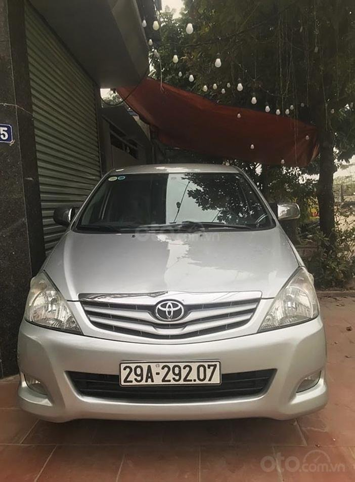 Bán Toyota Innova năm sản xuất 2011, màu bạc, giá 345tr (1)