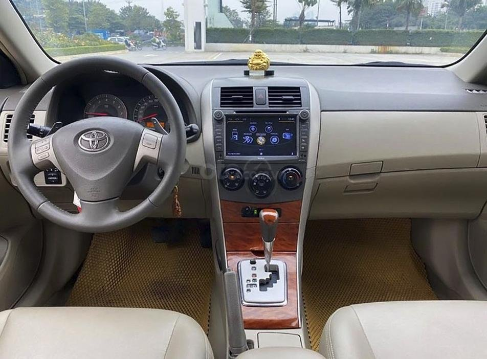Xe Toyota Corolla Altis năm 2010, màu đen, giá mềm (5)