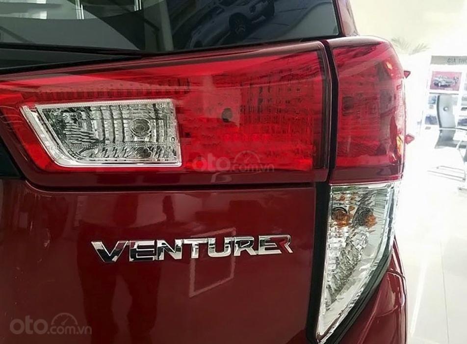 Cần bán Toyota Innova 2.0 AT Ventuner năm 2020, màu đỏ (7)