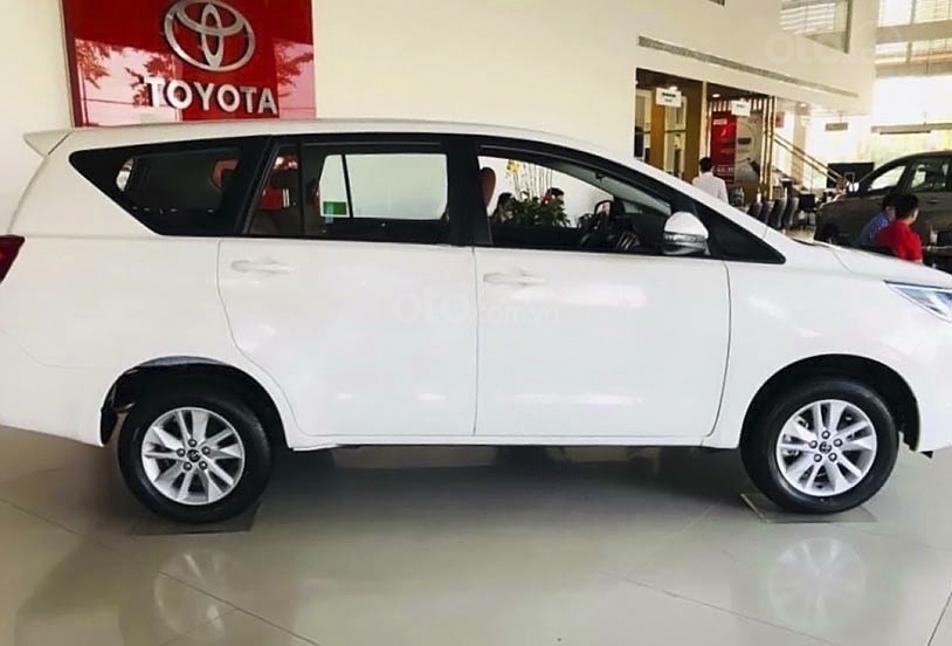 Bán Toyota Innova 2.0E MT năm sản xuất 2020, màu trắng, giá tốt (3)