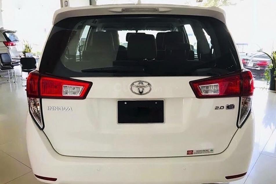 Bán Toyota Innova 2.0E MT năm sản xuất 2020, màu trắng, giá tốt (4)