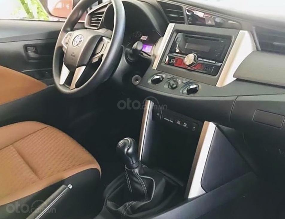 Bán Toyota Innova 2.0E MT năm sản xuất 2020, màu trắng, giá tốt (5)
