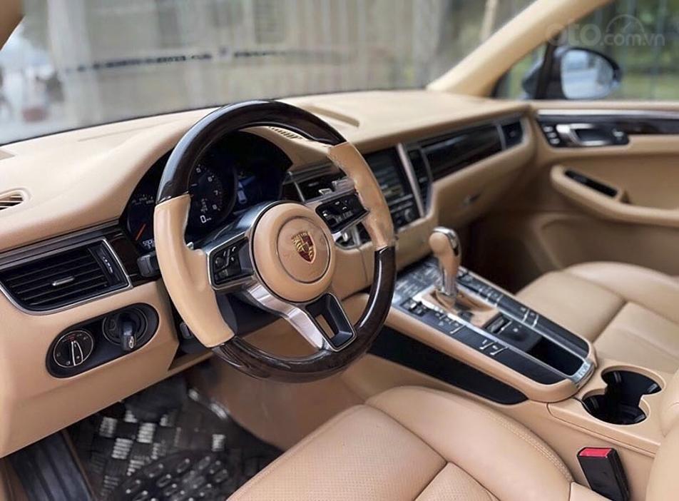 Cần bán gấp Porsche Macan sản xuất năm 2015, màu đen, xe nhập (5)