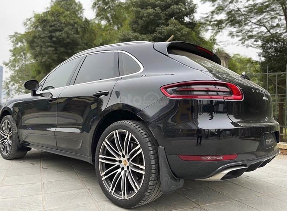 Cần bán gấp Porsche Macan sản xuất năm 2015, màu đen, xe nhập (6)