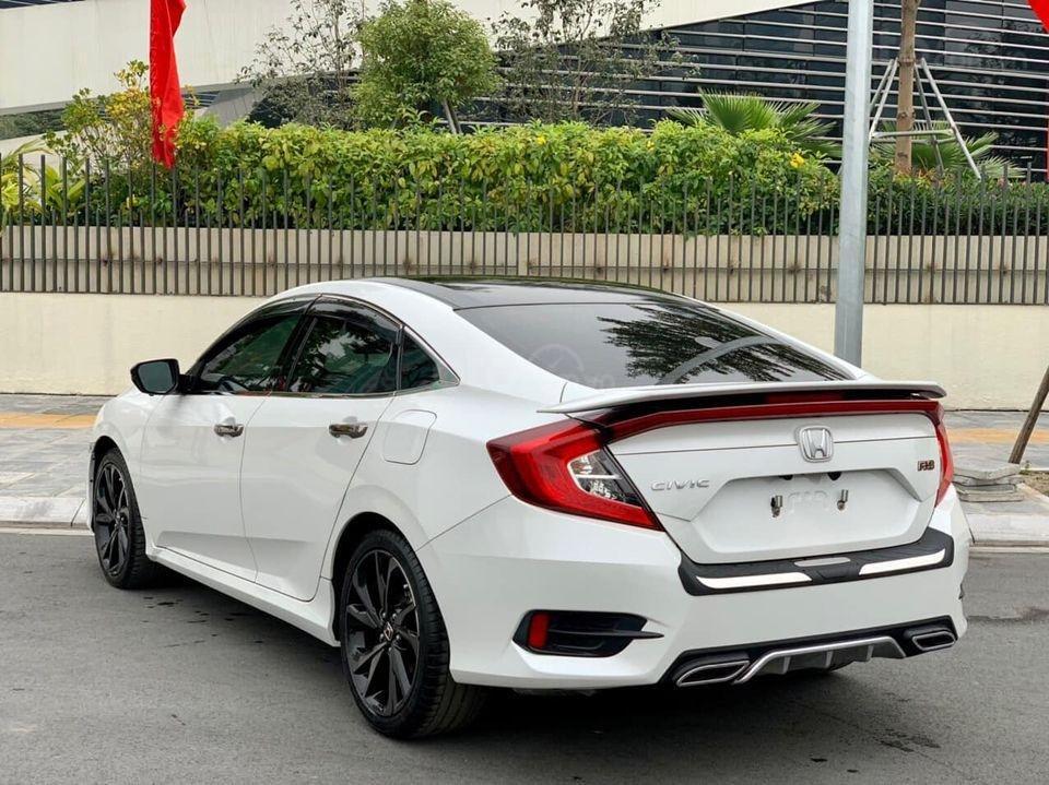 Bán Honda Civic RS 1.5L Turbo 2019, màu trắng như mới (3)
