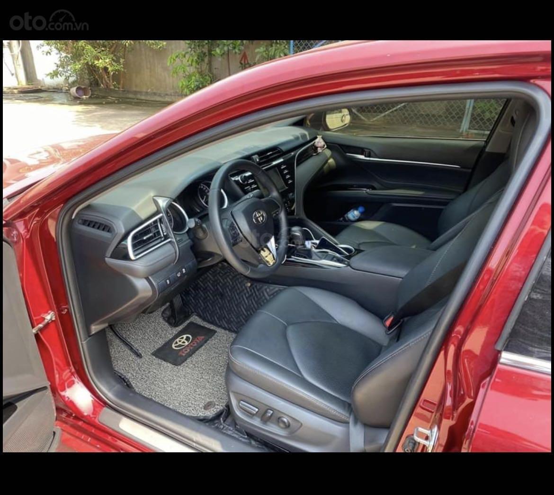 Cần bán lại xe Toyota Camry năm 2020, màu đỏ mới 95% giá tốt 1 tỷ 039 triệu đồng (6)