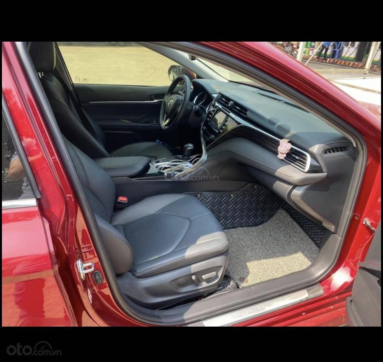Cần bán lại xe Toyota Camry năm 2020, màu đỏ mới 95% giá tốt 1 tỷ 039 triệu đồng (10)