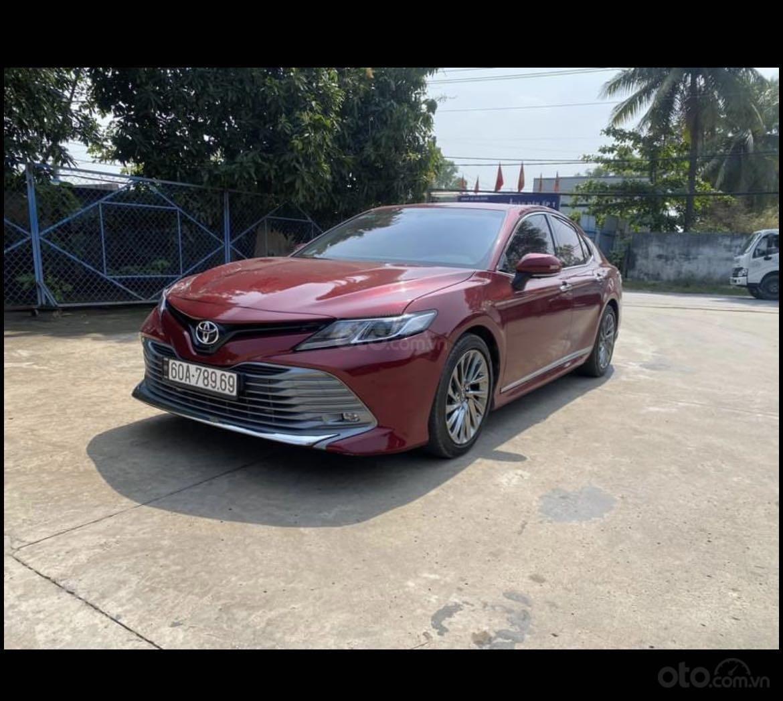 Cần bán lại xe Toyota Camry năm 2020, màu đỏ mới 95% giá tốt 1 tỷ 039 triệu đồng (11)