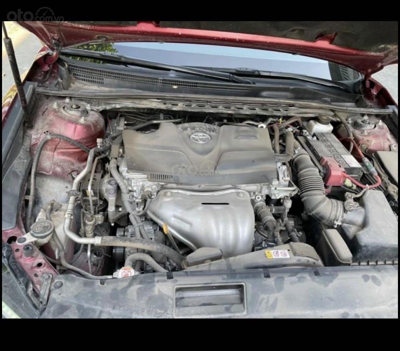 Cần bán lại xe Toyota Camry năm 2020, màu đỏ mới 95% giá tốt 1 tỷ 039 triệu đồng (13)