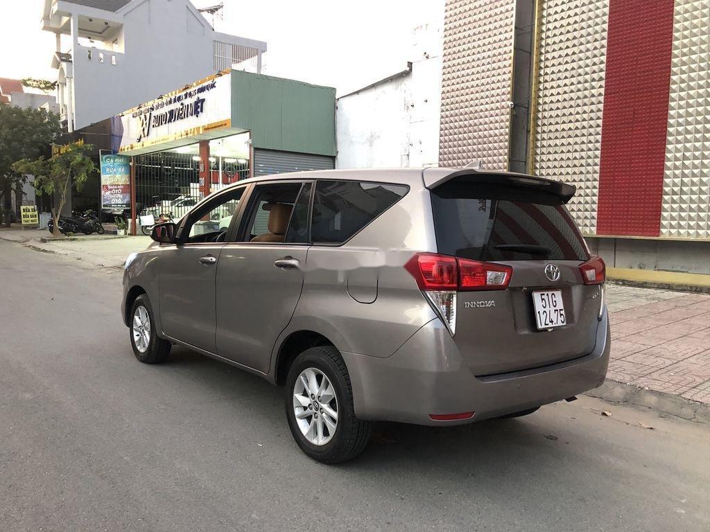 Cần bán Toyota Innova năm 2017 còn mới (5)