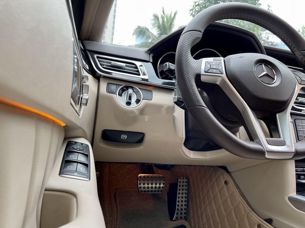 Cần bán Mercedes E250 AMG đời 2015, màu đen (11)