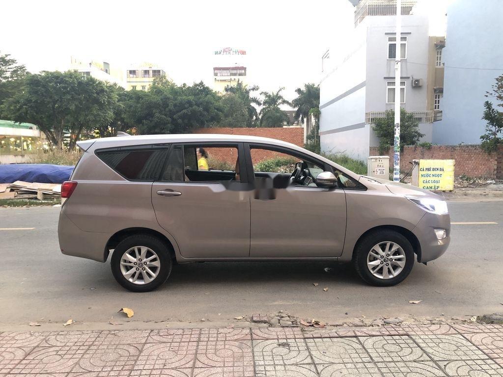 Cần bán Toyota Innova năm 2017 còn mới (3)