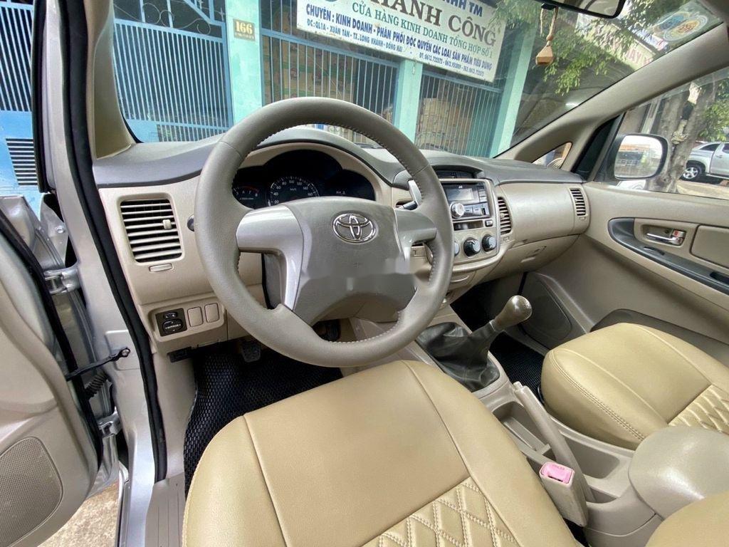 Cần bán xe Toyota Innova 2014, màu bạc ít sử dụng (4)