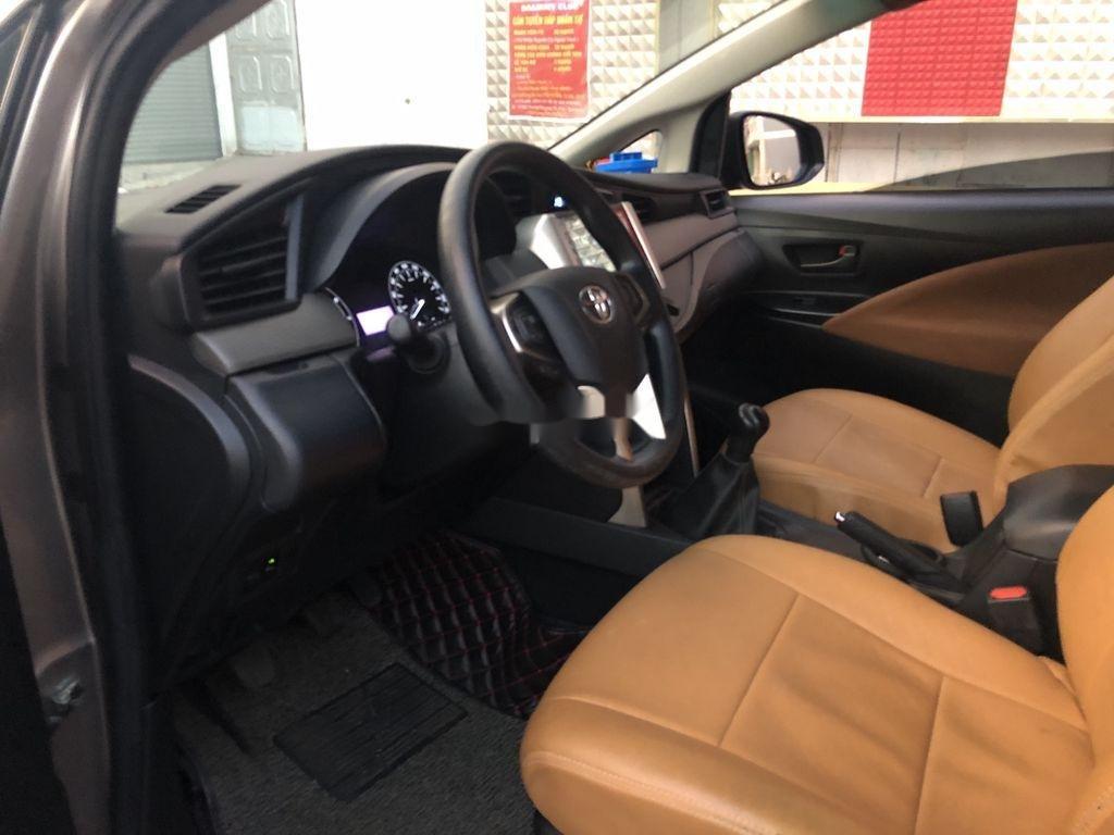 Cần bán Toyota Innova năm 2017 còn mới (12)