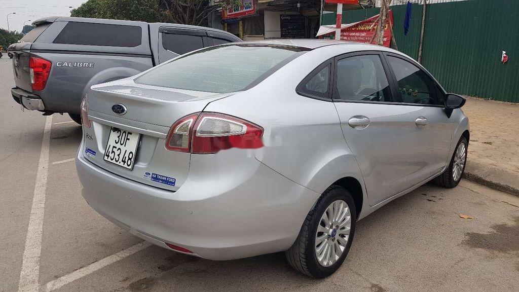 Cần bán lại xe Ford Fiesta sản xuất 2011 còn mới (4)