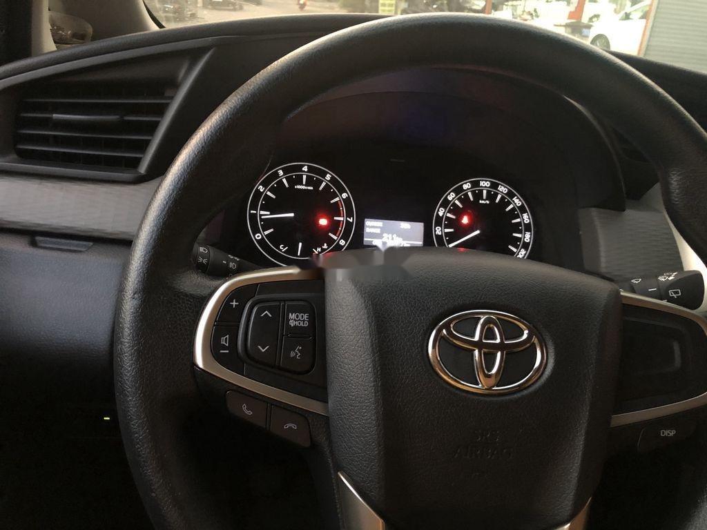 Cần bán Toyota Innova năm 2017 còn mới (8)