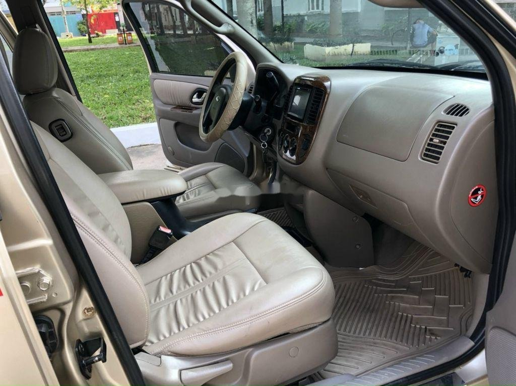 Cần bán gấp Ford Escape năm sản xuất 2004, giá mềm (5)