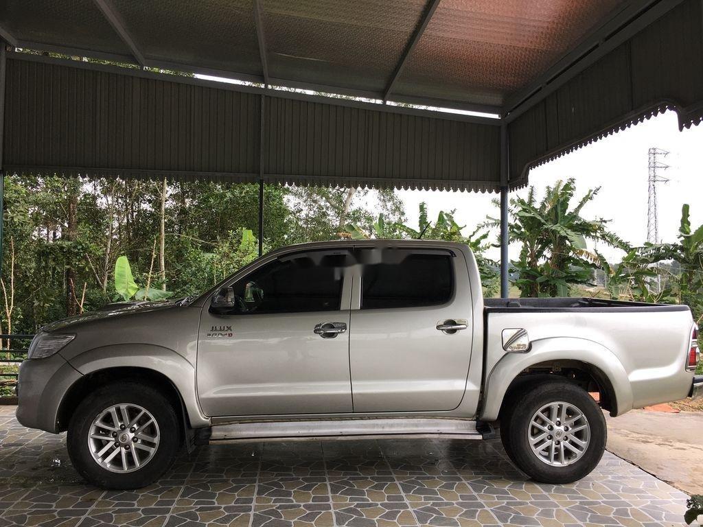 Cần bán gấp Toyota Hilux đời 2013, màu bạc, xe nhập xe gia đình (1)