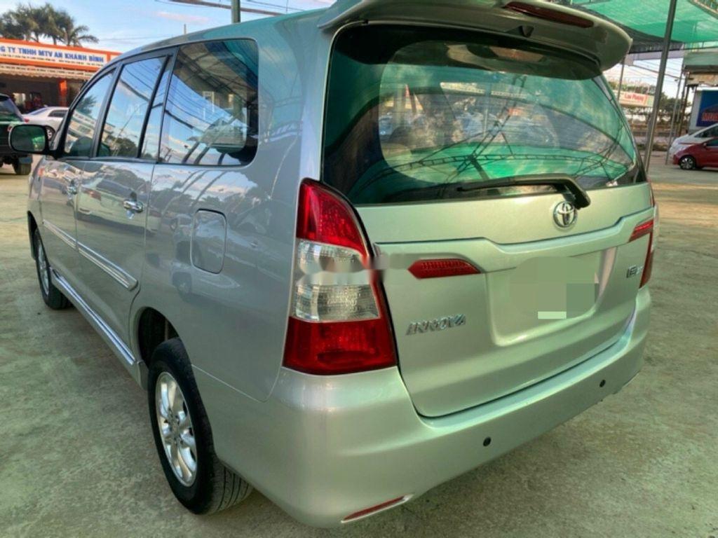 Cần bán xe Toyota Innova 2014, màu bạc ít sử dụng (3)