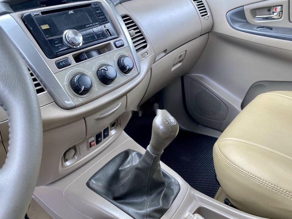 Cần bán xe Toyota Innova 2014, màu bạc ít sử dụng (7)